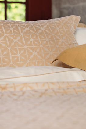 Manthro Honey Pillowcase